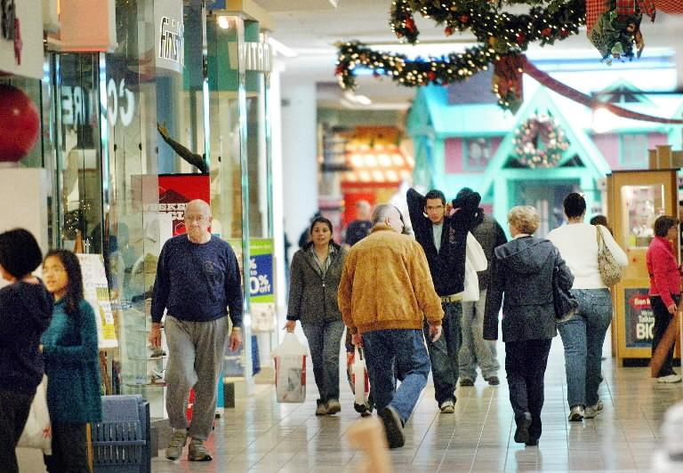 Holiday shopping shows economy may not be as good as Dems claim